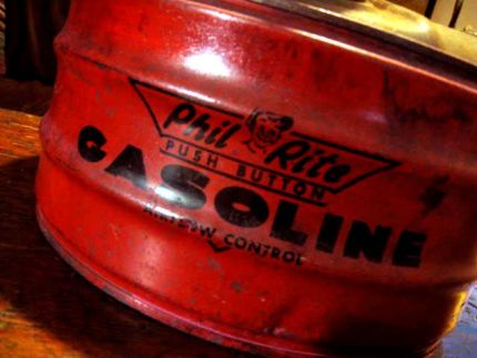 Time-weathered and chemically corroded Gas Can...I love this kind of stuff.   Nice little picture of Phillip Rite.