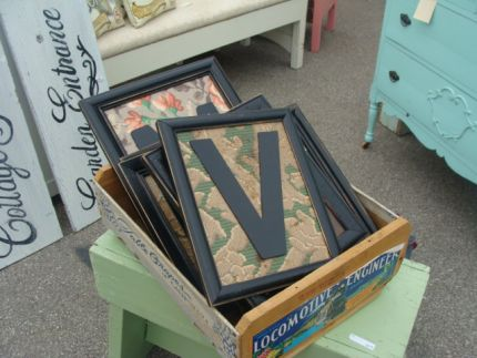 I saw these framed linoleum pieces - and fell in love!  The patterns were way cool!  (I remember this stuff being on the floor of my Grandmas back porch...)