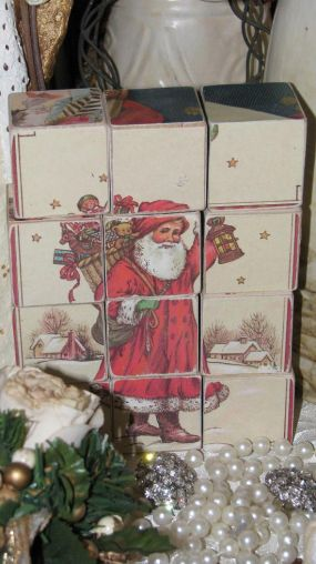 I used old Christmas cards and glued them onto wooden blocks. There are six different puzzle pictures.
