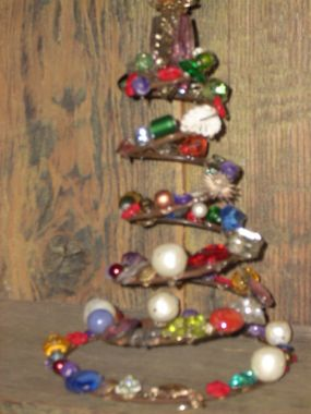 Cute jeweled bed springs make great tree toppers, wine bottle decorations or as it is a christmas tree.