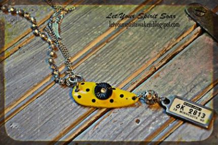 I love the polka dots on this lure and of course the license tag from Minnesota...the land of 10,000 lakes!
