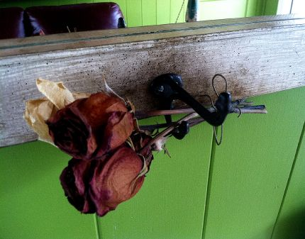 An old steel hook is the perfect place to hang your beach hat…or dried roses.